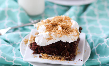 Chocolate Cream Pie Poke Cake Recipe