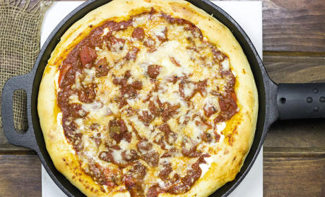 Cast Iron Deep Dish Pizza: Ridiculously Good