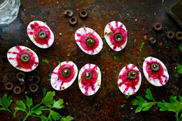 Deviled Egg Eyeballs - Food Fanatic
