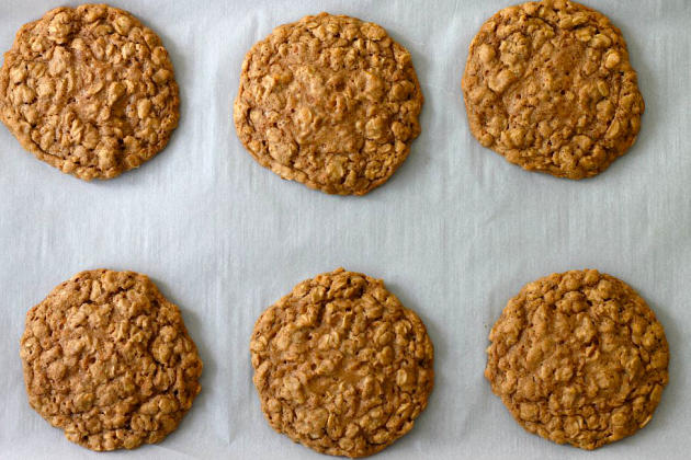 Pumpkin Spice Oatmeal Cookies - Food Fanatic