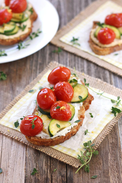 Roasted Zucchini and Tomato Crostini Pic