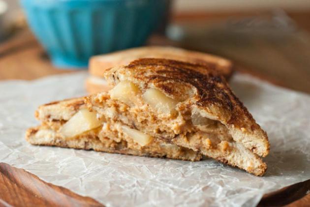 Apple Pie Grilled Peanut Butter Sandwich - Food Fanatic