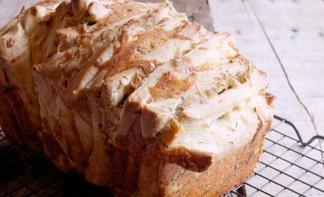 Garlic Cheddar Pull Apart Bread Recipe