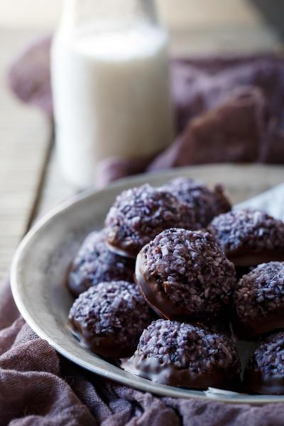 Paleo Blueberry Chocolate Macaroons Image