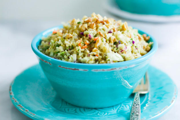 This quinoa cabbage salad is full of color, crunch, and quinoa! Betcha ...