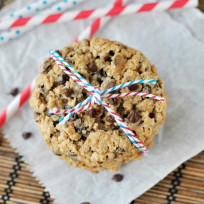 Oatmeal-chocolate-chip-cookies-photo