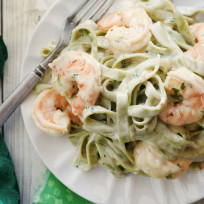 Creamy shrimp pasta photo