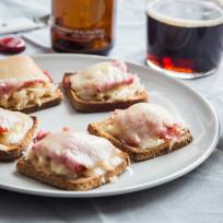 Mini Reuben Toasts Recipe