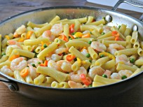 Creamy Shrimp and Rigatoni with Sweet Peas and Peppers: The Perfect Weeknight Meal