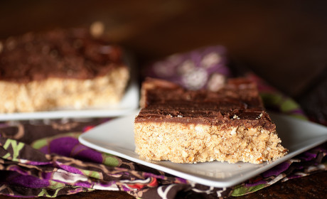 Chocolate Peanut Butter Pretzel Bars: The Best of All Worlds