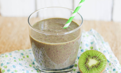 Kale Banana Smoothie: With Kiwi, Blueberries and Great Taste