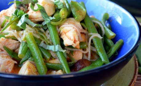 Thai Red Curry Chicken with Green Beans and Noodles: All in One Pot