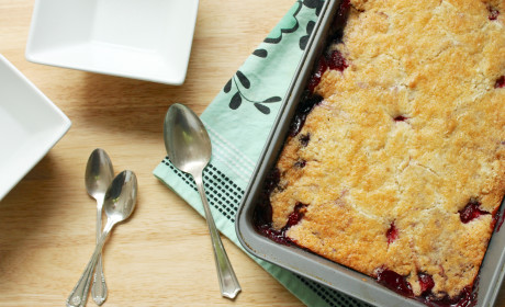 Dump Cake: Easy Potluck Favorite with Cake Mix and Frozen Berries